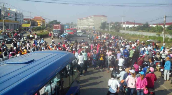 Workers Block National Road #4