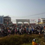 Over 1000 factory workers at Phnom Penh Speical Economic Zone (PPSEZ) block national road #4 to demand for increasing their minimum wage to $160 per month.