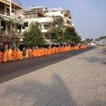Around 400 monk and Budda's followers marching along Preh Sihovath road (Riverside) demanding government to find Budda's relic and minister  of cult and religion to step donw.